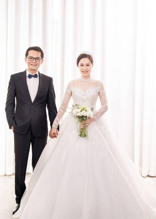 Cận ngày trọng đại, NSND Trung Hiếu mới chịu hé lộ ảnh cưới lãng mạn cùng bà xã kém gần 2 con giáp - Ảnh 11.