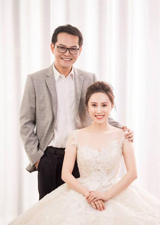 Cận ngày trọng đại, NSND Trung Hiếu mới chịu hé lộ ảnh cưới lãng mạn cùng bà xã kém gần 2 con giáp - Ảnh 13.