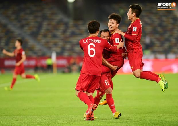 Quang Hải và tiền đạo Iraq được gọi là ngôi sao thế hệ mới của châu Á hứa hẹn toả sáng ở vòng loại World Cup - Ảnh 2.