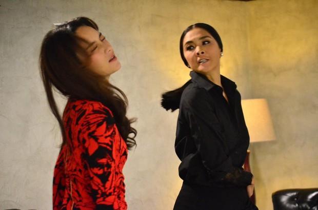 """Rùng mình nhìn hai chị đại Thái Lan thi thố tát khỏe tát đau tóe lửa trong """"Cuộc Chiến Producer"""" - Ảnh 6."""