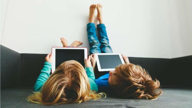 Vấn nạn trẻ em nghiện smartphone có thể được giải quyết rất dễ dàng, nhưng người lớn sẽ không thích đâu - Ảnh 1.
