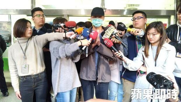 Bạo hành vợ con dã man chỉ vì món thịt viên không có ớt, ông bố Đài Loan bị cả trăm người tụ tập đòi đánh - Ảnh 7.