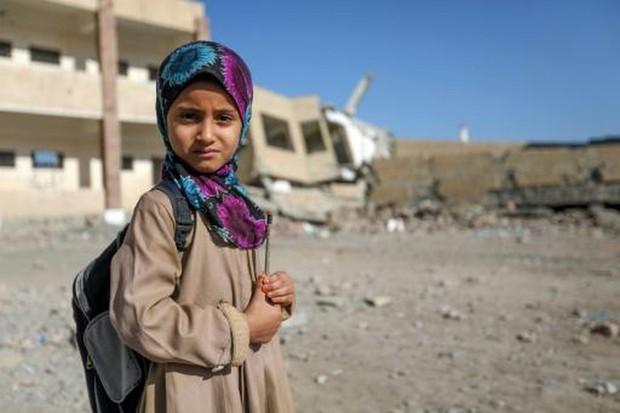 Nền giáo dục của Yemen, đối thủ Việt Nam tại Asian Cup: Những đứa trẻ gầy trơ xương bên cạnh trường học đổ nát, hoang tàn - Ảnh 2.