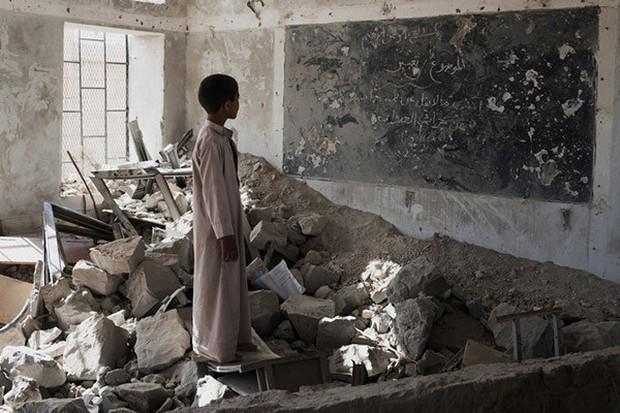 Nền giáo dục của Yemen, đối thủ Việt Nam tại Asian Cup: Những đứa trẻ gầy trơ xương bên cạnh trường học đổ nát, hoang tàn - Ảnh 3.