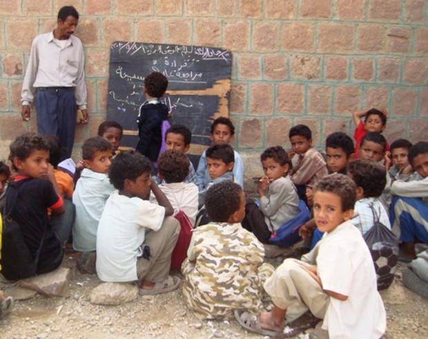 Nền giáo dục của Yemen, đối thủ Việt Nam tại Asian Cup: Những đứa trẻ gầy trơ xương bên cạnh trường học đổ nát, hoang tàn - Ảnh 7.