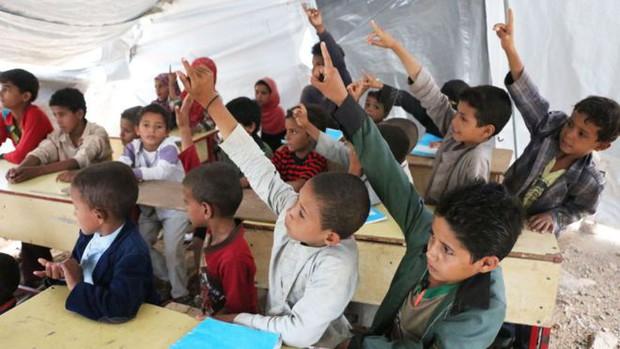 Nền giáo dục của Yemen, đối thủ Việt Nam tại Asian Cup: Những đứa trẻ gầy trơ xương bên cạnh trường học đổ nát, hoang tàn - Ảnh 8.