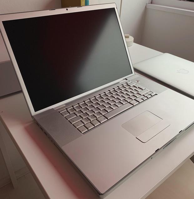 Có phải Apple đang tiến hóa ngược: MacBook 12 năm trước viền màn hình còn mỏng hơn cả bây giờ! - Ảnh 2.