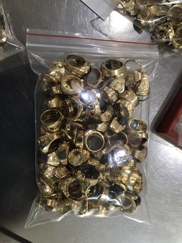 Công an Quảng Nam tìm chủ sở hữu của 230 lượng vàng không rõ nguồn gốc - Ảnh 3.