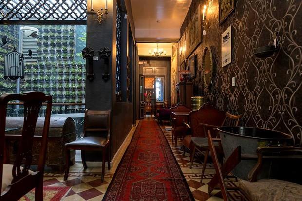 Điểm danh những quán trà chiều mang concept Alice In Wonderland ở Sài Gòn, có mấy quán nằm trong xó xỉnh tìm bở hơi tai - Ảnh 6.