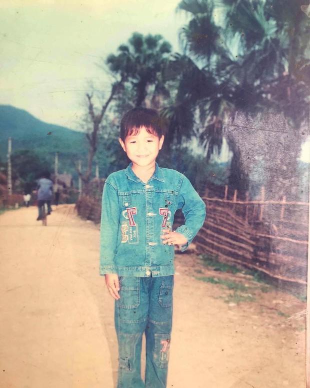 Đu trend thử thách 10 năm, Hà Đức Chinh lộ dáng pose ảnh lấy thần thái bù ngoại hình - Ảnh 2.