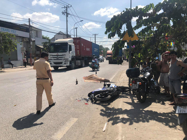 TP. HCM: Nam thanh niên 23 tuổi tử vong thương tâm sau va chạm với xe container trên cung đường tử thần - Ảnh 1.