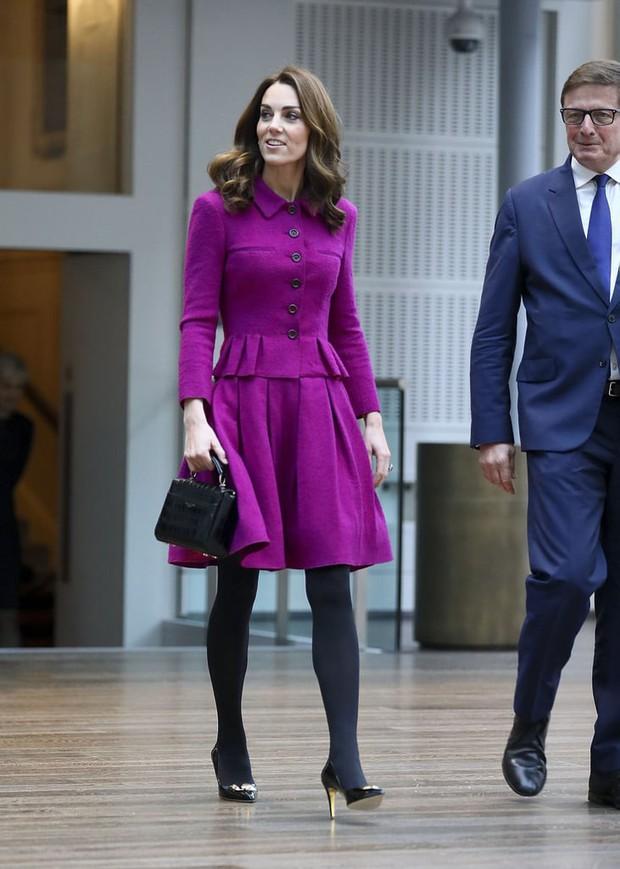 Công nương Kate Middleton bị nghi bắt chước em dâu Meghan Markle, nhưng sự thật đáng ngưỡng mộ sau đó là gì? - Ảnh 2.