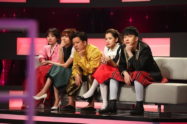 Chi Pu, Hari Won khoe giọng hát live kỳ dị trên sóng truyền hình - Ảnh 2.