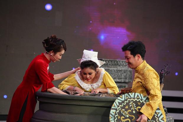 Chi Pu, Hari Won khoe giọng hát live kỳ dị trên sóng truyền hình - Ảnh 9.