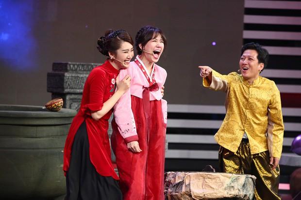 Chi Pu, Hari Won khoe giọng hát live kỳ dị trên sóng truyền hình - Ảnh 4.