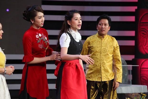 Chi Pu, Hari Won khoe giọng hát live kỳ dị trên sóng truyền hình - Ảnh 5.