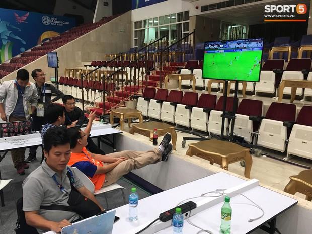 Giữa UAE hoa lệ, phóng viên Việt Nam nín thở trước khi vỡ òa sung sướng vì Việt Nam giành vé vào vòng 1/8 Asian Cup 2019 - Ảnh 2.