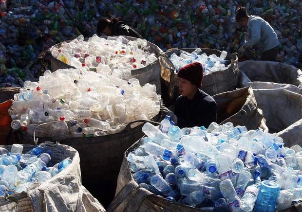 Học hỏi 8 cách tái sử dụng chai nhựa siêu sáng tạo của người Nhật, cách cuối hơi lạ đời nhưng vẫn có tác dụng - Ảnh 2.
