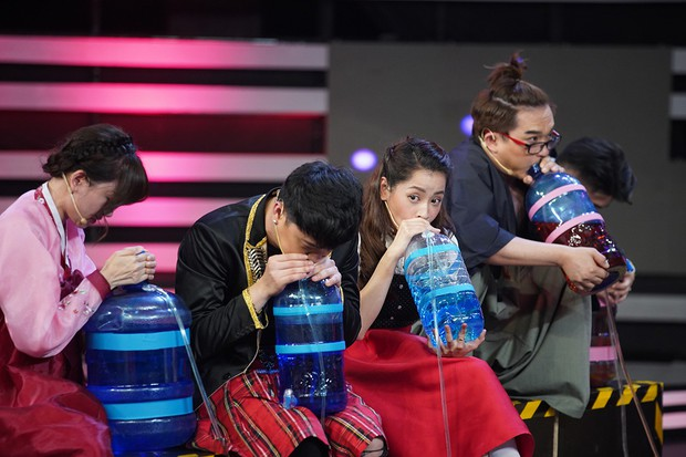 Chi Pu, Hari Won khoe giọng hát live kỳ dị trên sóng truyền hình - Ảnh 7.