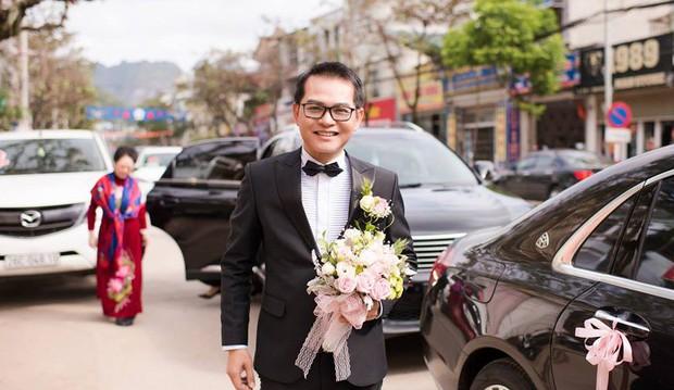 Clip: Khoảnh khắc ngọt ngào trong đám cưới của NSND Trung Hiếu ở tuổi 46 với bà xã kém gần 2 con giáp - Ảnh 2.