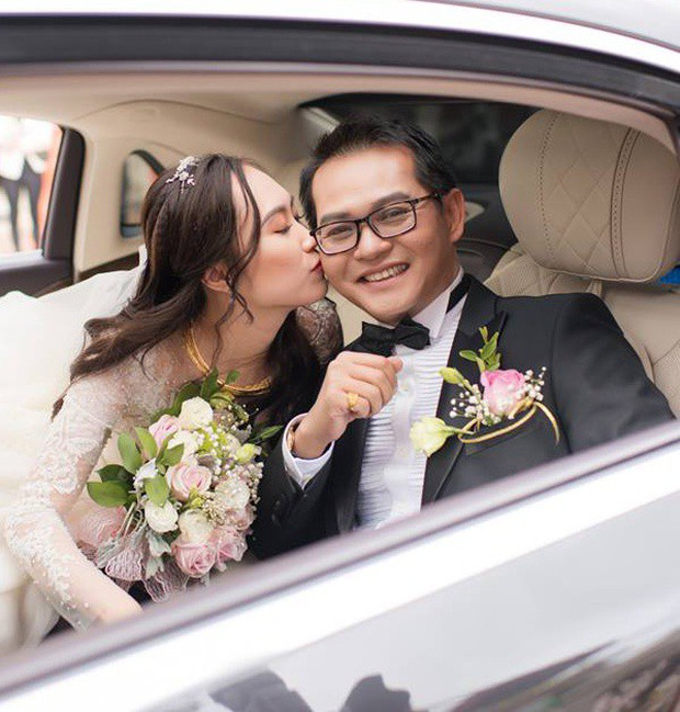 Clip: Khoảnh khắc ngọt ngào trong đám cưới của NSND Trung Hiếu ở tuổi 46 với bà xã kém gần 2 con giáp - Ảnh 5.