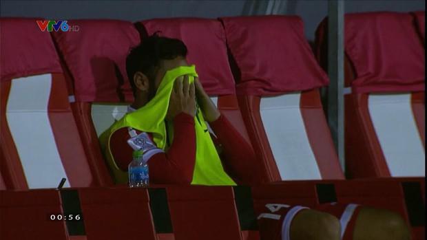 Không thể chiếm suất của Việt Nam, cầu thủ Lebanon gục khóc nức nở sau tiếng còi mãn cuộc - Ảnh 5.