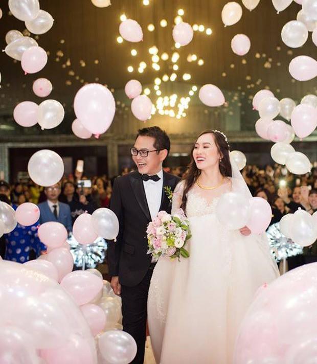 Clip: Khoảnh khắc ngọt ngào trong đám cưới của NSND Trung Hiếu ở tuổi 46 với bà xã kém gần 2 con giáp - Ảnh 6.