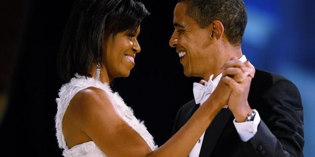 Ngọt ngào như cựu tổng thống: Ông Obama đăng ảnh thời còn hẹn hò để chúc mừng sinh nhật vợ 55 tuổi - Ảnh 2.