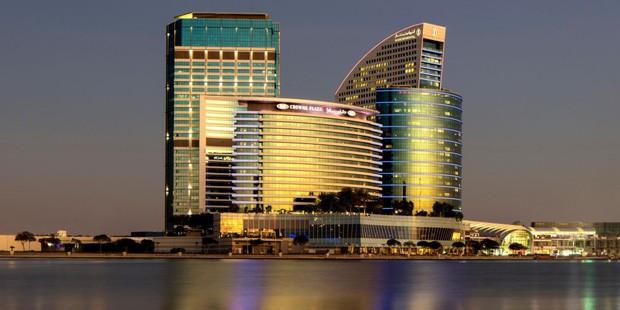 Tuyển Việt Nam đóng quân tại khách sạn 5 sao nằm ở trung tâm thành phố Dubai giàu có bậc nhất thế giới - Ảnh 1.