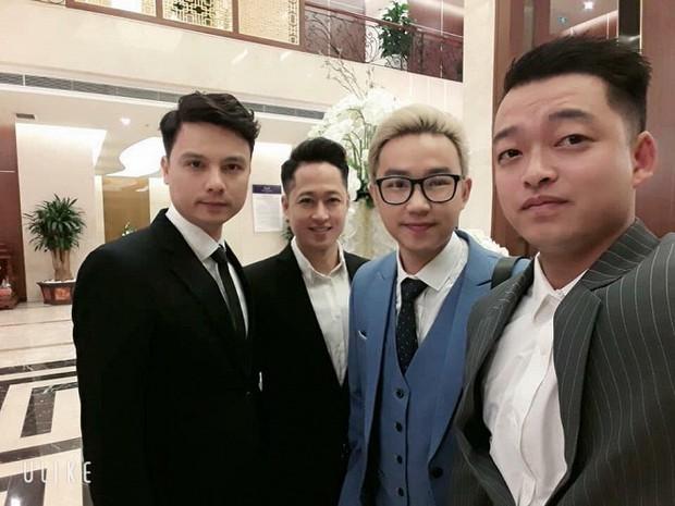 Bà xã kém 19 tuổi tình tứ hôn NSND Trung Hiếu trong lễ rước dâu tổ chức ở Sơn La - Ảnh 7.