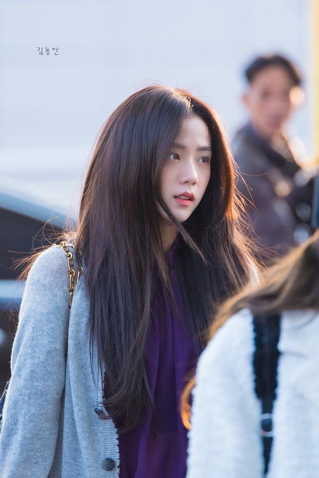 Quên đi ồn ào của Jennie, dân tình đang bị hớp hồn vì nhan sắc thánh thần cũng phải mê mẩn của Jisoo hôm nay - Ảnh 2.