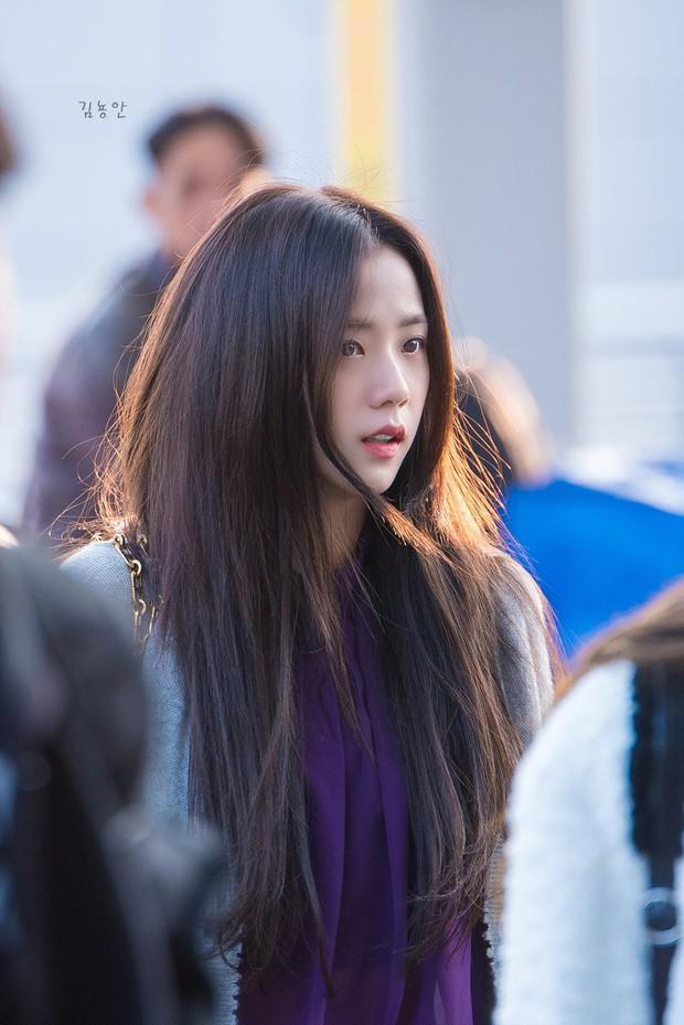 Quên đi ồn ào của Jennie, dân tình đang bị hớp hồn vì nhan sắc thánh thần cũng phải mê mẩn của Jisoo hôm nay - Ảnh 3.