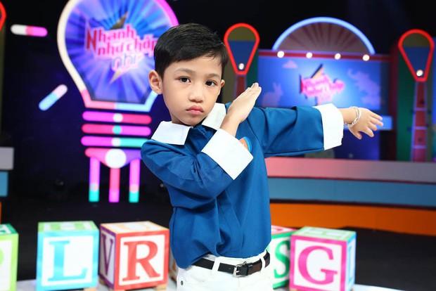 Ông bố trẻ Ngọc Trai khoe giọng hát khiến đàn con cười nắc nẻ - Ảnh 7.