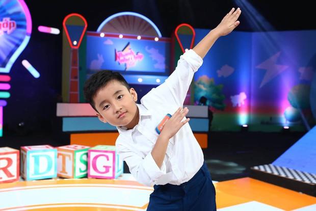 Ông bố trẻ Ngọc Trai khoe giọng hát khiến đàn con cười nắc nẻ - Ảnh 10.
