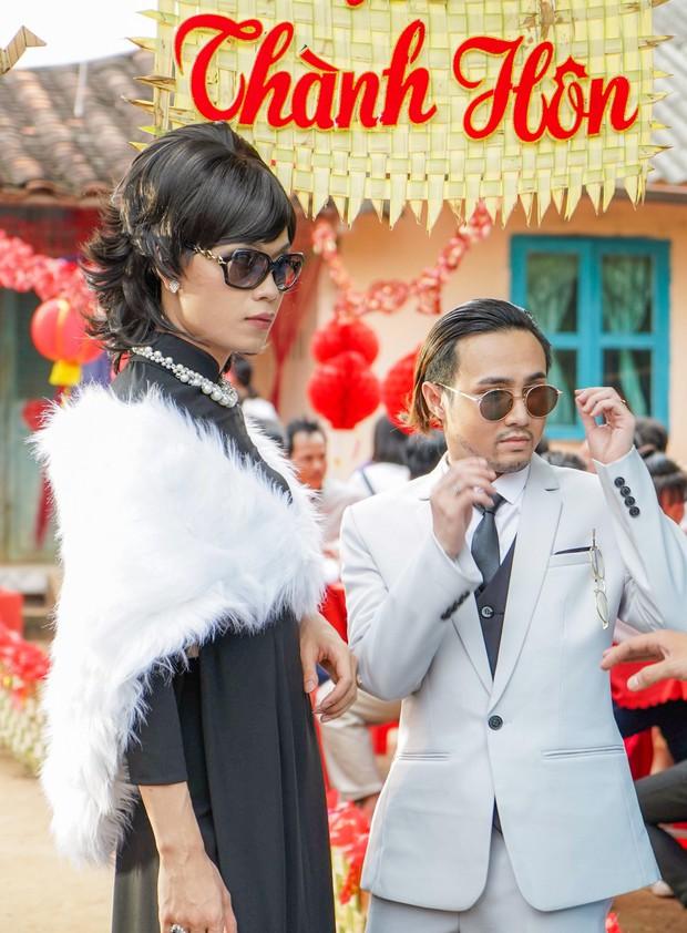 Đầu tư 101 bộ đồ để đi... phá đám cưới thiên hạ, không ai lố bằng Huỳnh Lập - Quang Trung trong Vu Quy Đại Náo - Ảnh 3.