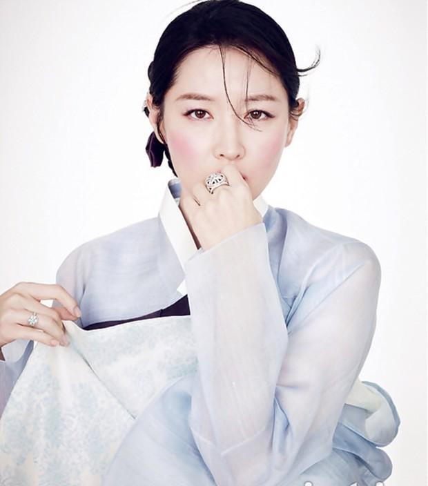 Chơi hộ thử thách 20 năm cho Nàng Dae Jang Geum Lee Young Ae, netizen tròn mắt vì nhan sắc huyền thoại của cô - Ảnh 8.