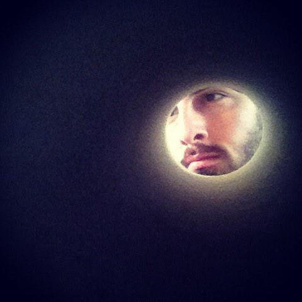 Trào lưu selfie ngố tàu nhất lịch sử Internet: Đua nhau dùng giấy vệ sinh để... biến thành mặt trăng - Ảnh 1.