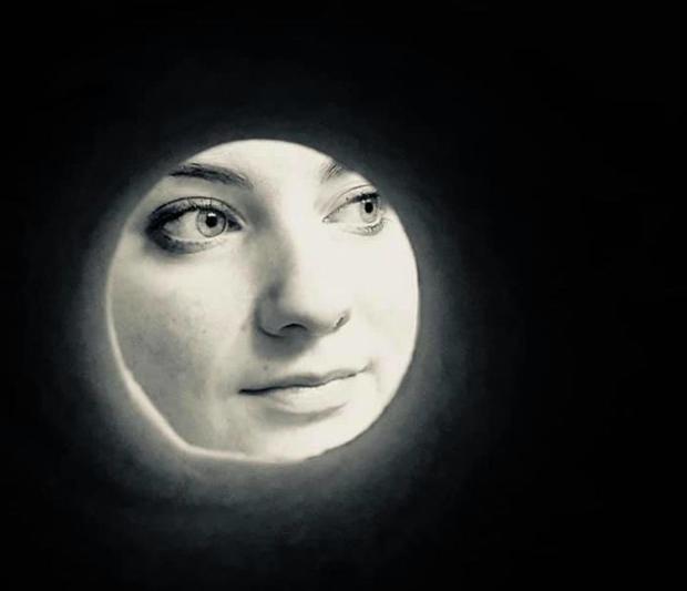 Trào lưu selfie ngố tàu nhất lịch sử Internet: Đua nhau dùng giấy vệ sinh để... biến thành mặt trăng - Ảnh 8.