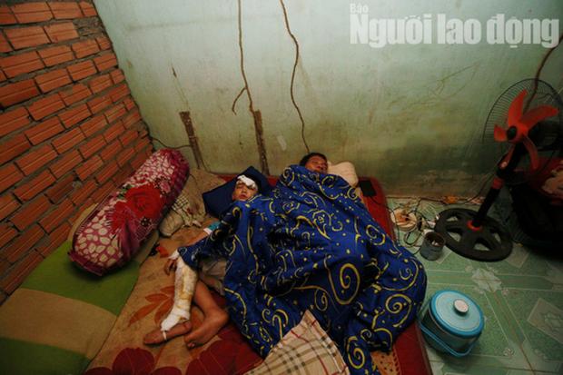 Cha mẹ chết dưới bánh xe container, con cái ra rừng, ra rẫy ngủ - Ảnh 7.