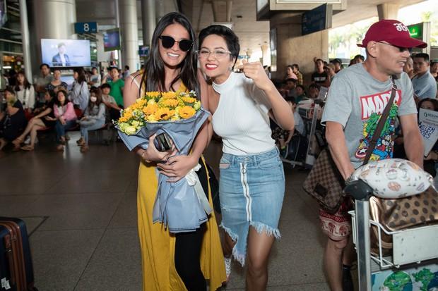 HHen Niê đón Miss Universe Nhật Bản từng gây sốt với quốc phục thuỷ thủ mặt trăng đến thăm Việt Nam - Ảnh 4.