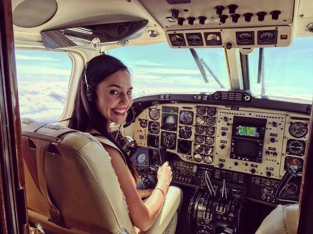 Nhan sắc của cô gái 21 tuổi được mệnh danh là nữ phi công nóng bỏng nhất thế giới - Ảnh 2.