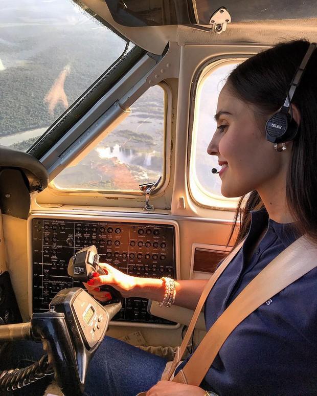 Nhan sắc của cô gái 21 tuổi được mệnh danh là nữ phi công nóng bỏng nhất thế giới - Ảnh 3.