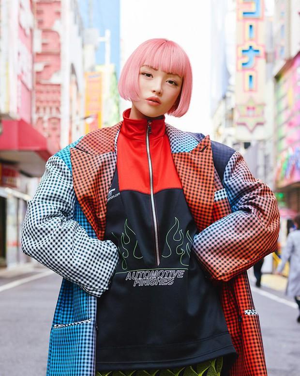 Xinh đẹp và quyến rũ, cô gái tóc hồng mới nổi trên Instagram Nhật hóa ra là người mẫu ảo! - Ảnh 2.