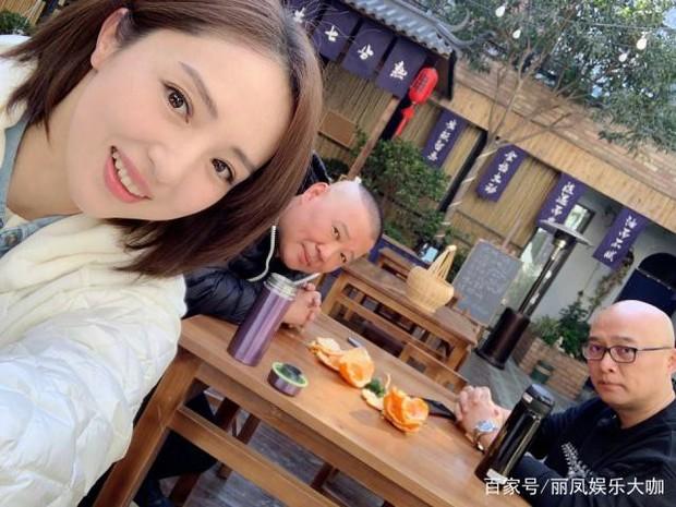 Động thái trái ngược khi tài sản bị đóng băng: Cao Vân Tường cô đơn lặng lẽ, Đổng Tuyền vui vẻ bên đàn anh - Ảnh 3.