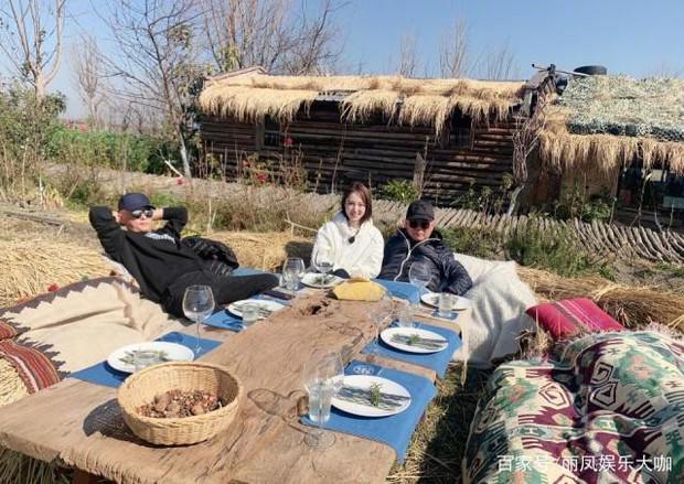 Động thái trái ngược khi tài sản bị đóng băng: Cao Vân Tường cô đơn lặng lẽ, Đổng Tuyền vui vẻ bên đàn anh - Ảnh 5.