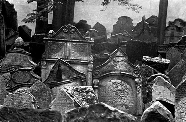Những nghĩa địa kỳ lạ trên thế giới khiến bạn rùng mình - Ảnh 1.