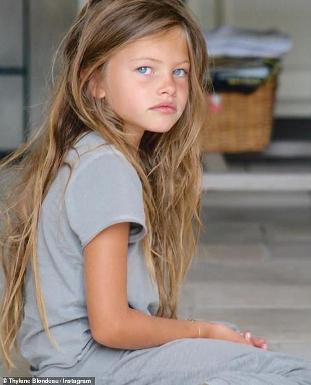 Đăng ảnh thử thách 10 năm, cô bé đẹp nhất thế giới khiến dân mạng điêu đứng và bỗng vụt sáng trở lại - Ảnh 2.