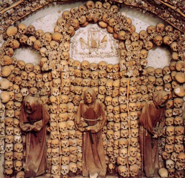 Những nghĩa địa kỳ lạ trên thế giới khiến bạn rùng mình - Ảnh 4.