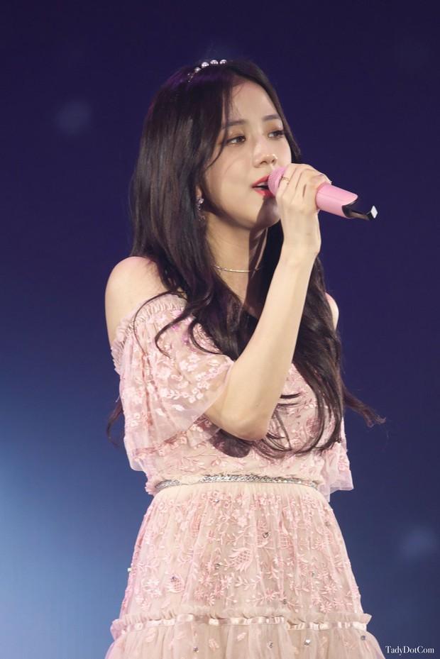 Top nữ idol Kpop hot nhất: Jennie lấy lại ngôi vương sau loạt phốt, nhưng 2 idol này mới gây sốt vì thứ hạng cao - Ảnh 4.