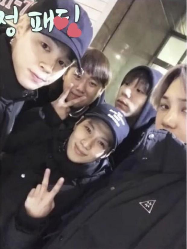 Kai (EXO) vừa diện đồ đôi nhưng lại bất ngờ không phải với Jennie (Black Pink) - Ảnh 5.